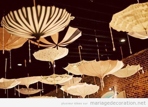 Déco original mariage, parapluie pendue du plafond