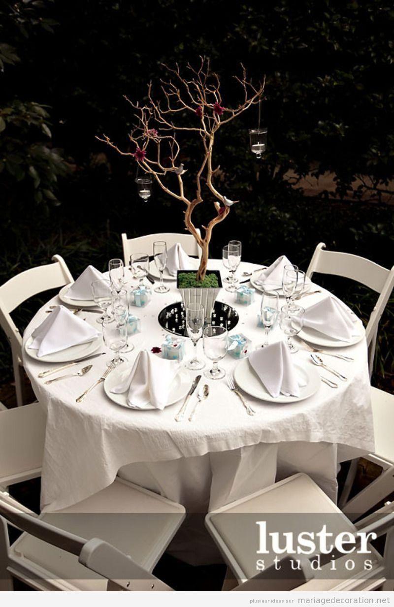 Déco table, banquet mariage au jardin en blanc et branches d'arbre