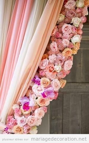 Déco mariage, rideau avec des fleurs