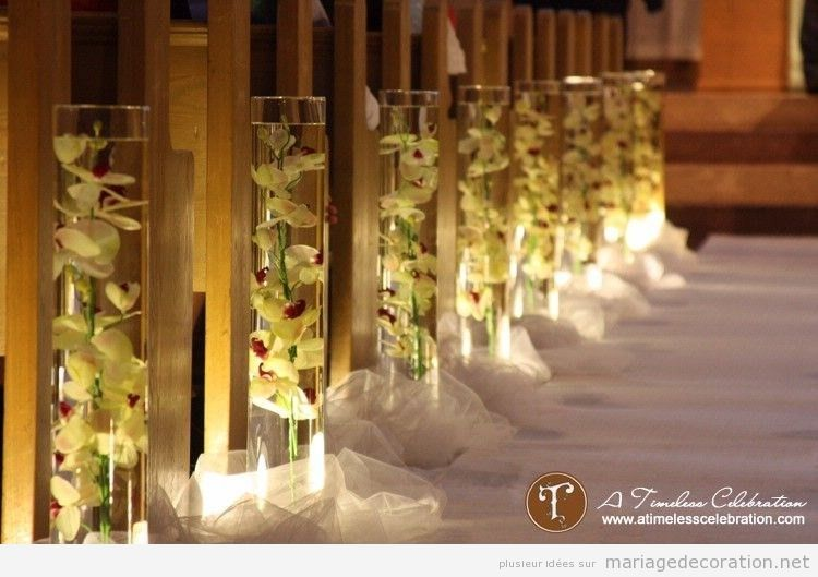 Idées pour décorer les bancs d'une église pendant un mariage