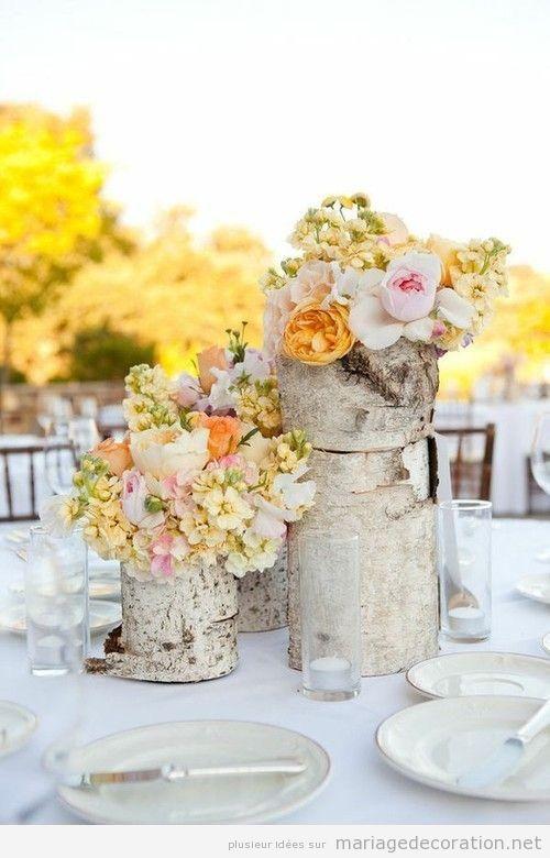 Déco mariage, centre de table réalisé avec  un tronc et des fleurs