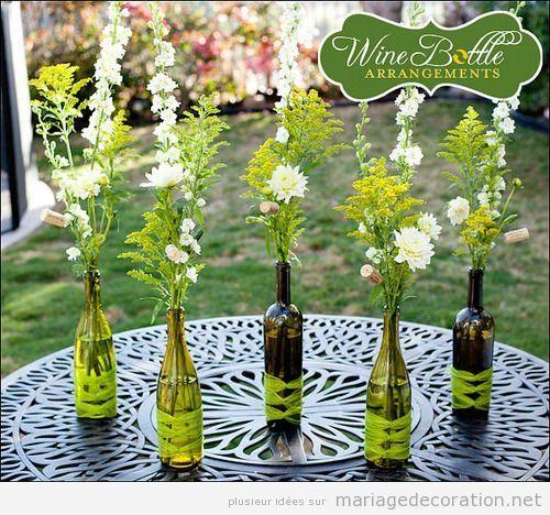 Déco mariage, centre de table avec boutelles de vin reutilisées