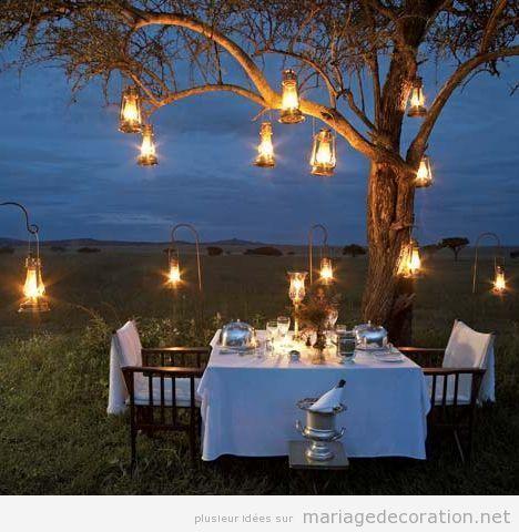 Lampes à l'huile pendues arbre, éclairage mariage plen air soir