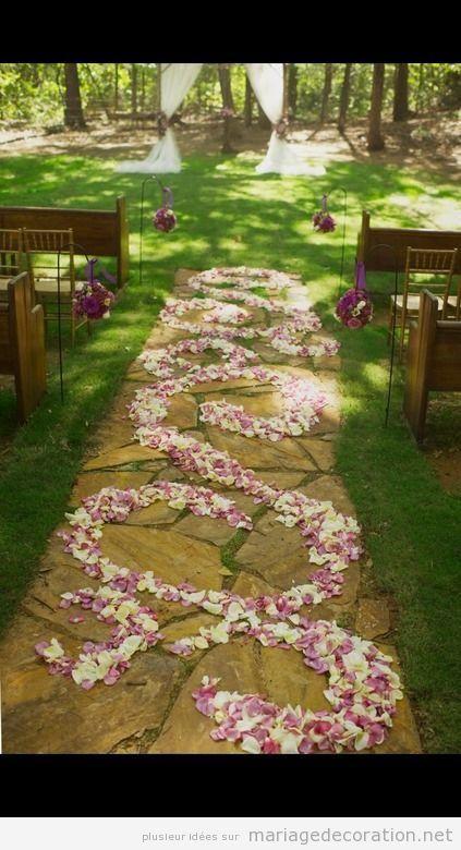 pétales de rose, chemin vers l'autel, mariage à plein air