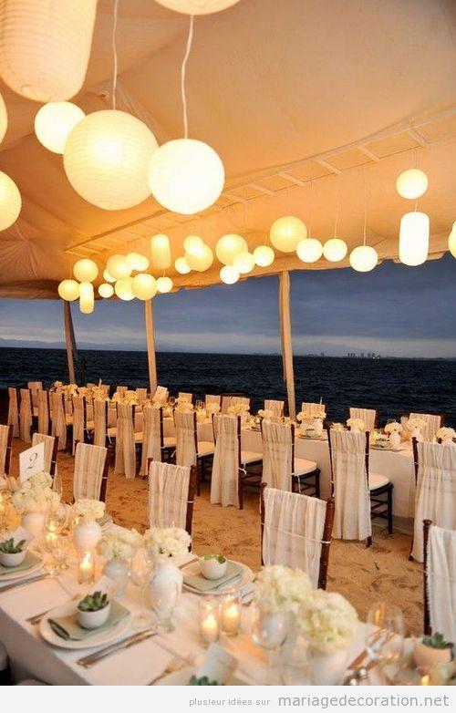 Décoration salle de mariage sur le sable de la plage