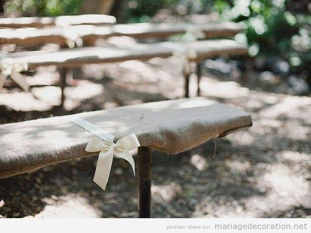 Décoration mariage au jardin, bancs en jute