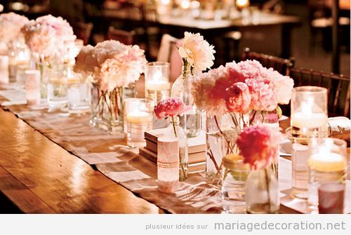 chemin de table plein de vases et fleurs roses d coration mariage id es pour d corer un. Black Bedroom Furniture Sets. Home Design Ideas