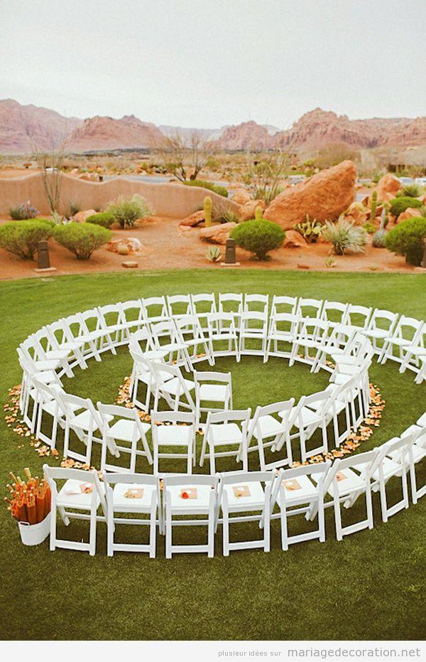 Chaises disposées en spirale, mariage au jardin - Décoration ...