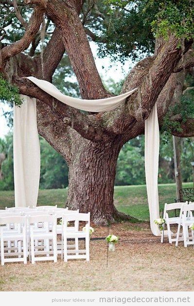 Idée autel simple, mariage au jardin