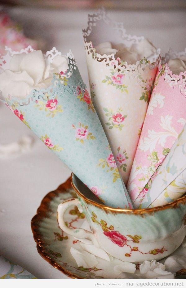 Idées originales mariage, cornet en papier plein de pétales