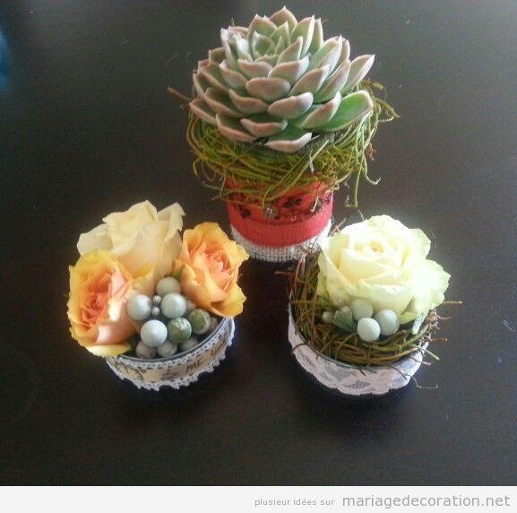 Centre table mariage avec petits cactus et pierres