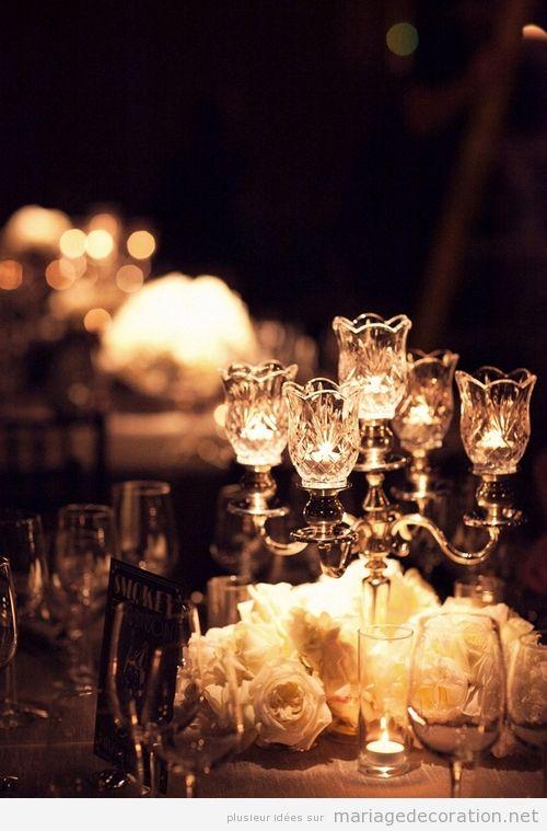 Déco mariage en pénombre éclairé avec des bougies, intime et romantique