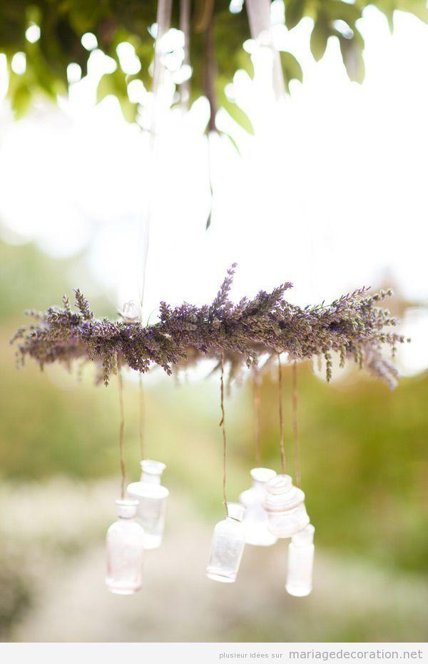 Idee déco mariage, una couronne de levande pendue
