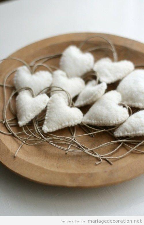 Coeurs en feutrine pour décorer centre de table pas cher