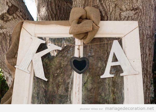 Idée pas chere déco mariage vintage, les initiales des mariés en bois