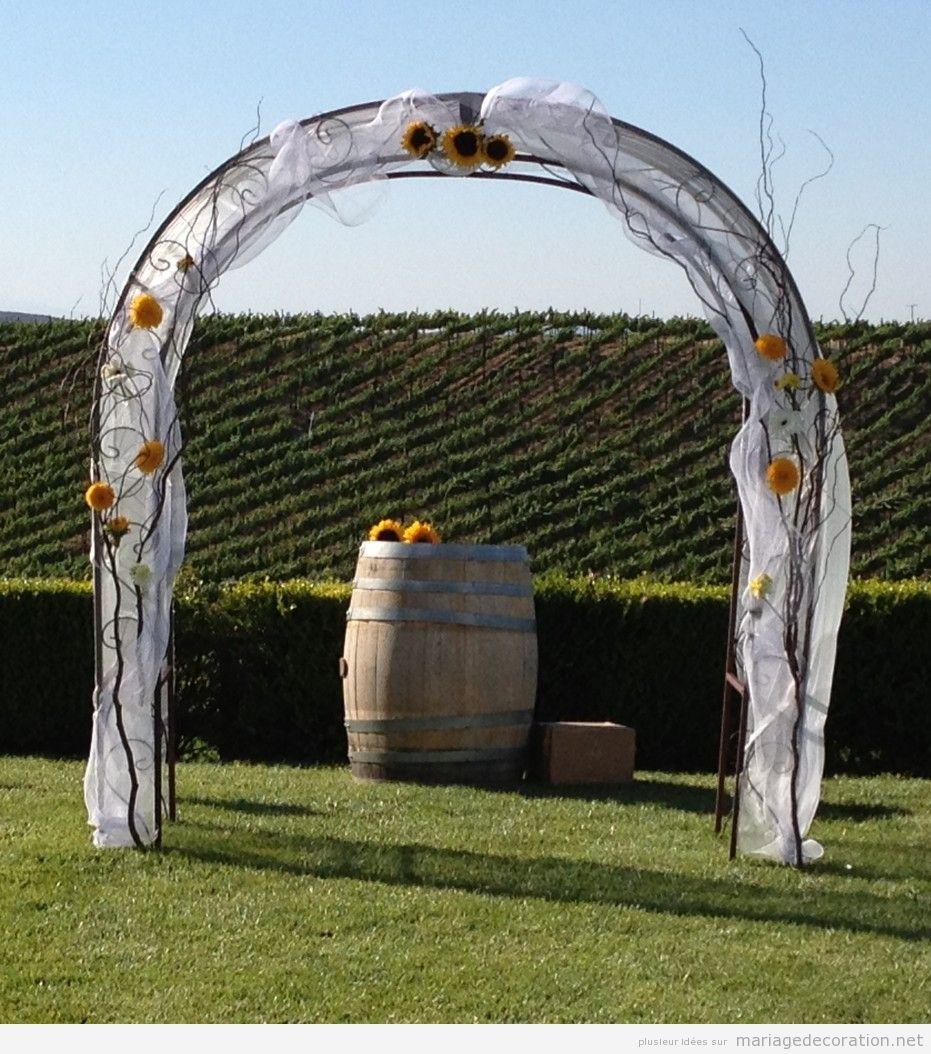 Idees déco mariage jardin, autel et baril de vin