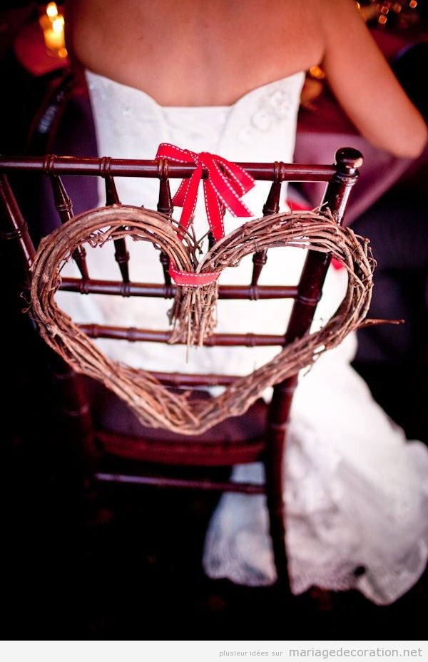Idée décorer chaises des mariées