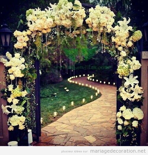 Arc plein de fleurs, idée déco mariage au jardin