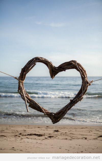 Idées déco mariage sur la plage, coeur en branches
