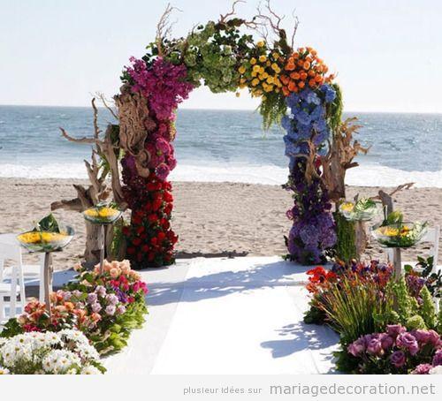 Autel mariage plage, troncs et fleurs