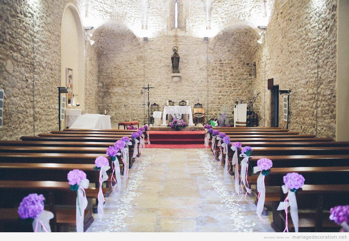 Décoration église mariage fleurs violettes
