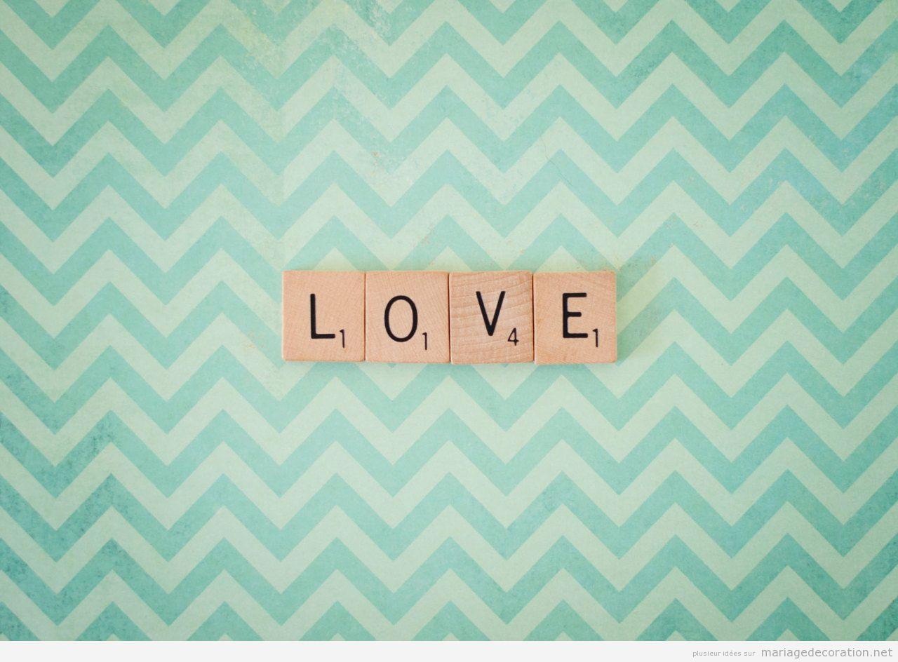 Décoration original mariage. mot LOVE en lettres Scrabble