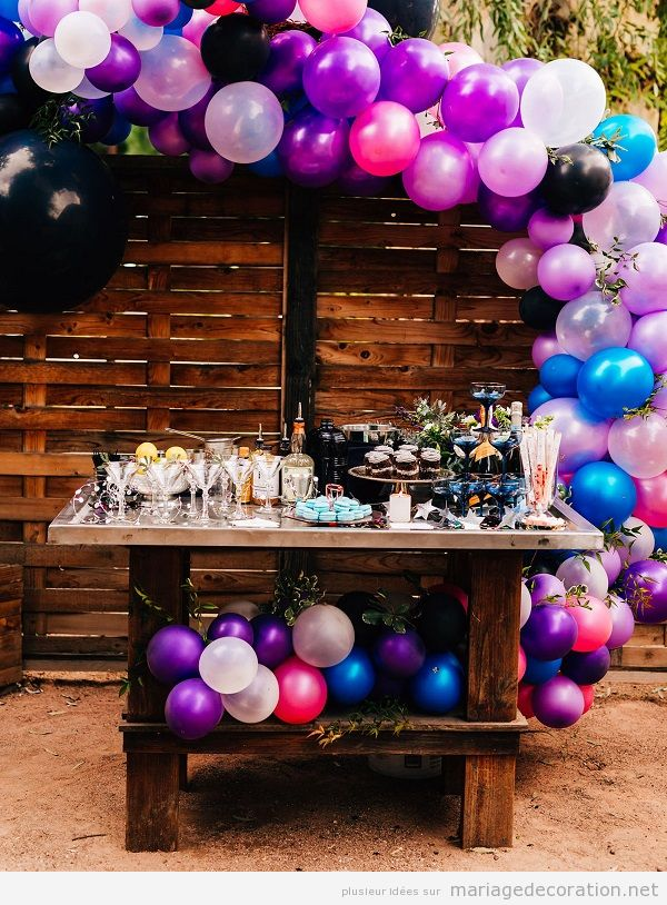 Déco mariage ultra violet, couleur pantone année 2018, ballons