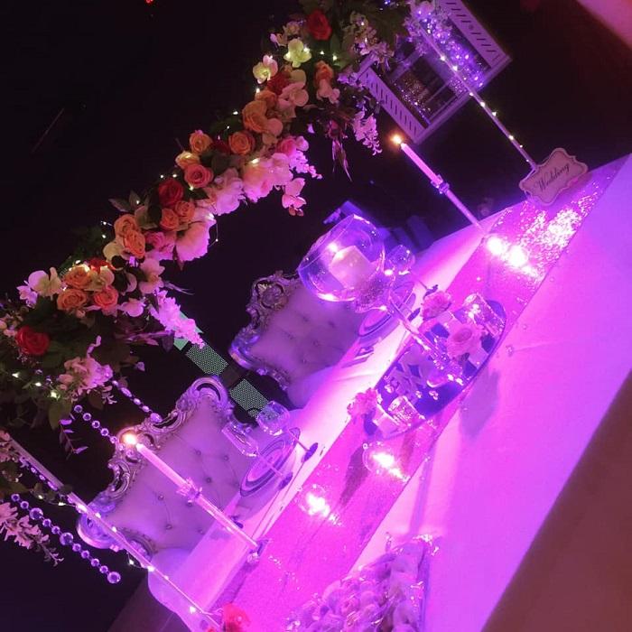 Décoration salle de réception mariage orientale, fleurs
