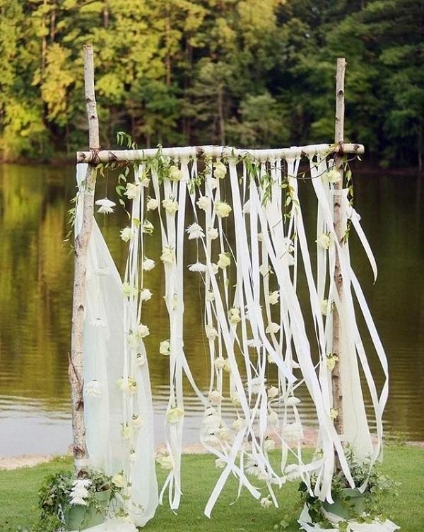 Déco autel mariage avec rubans