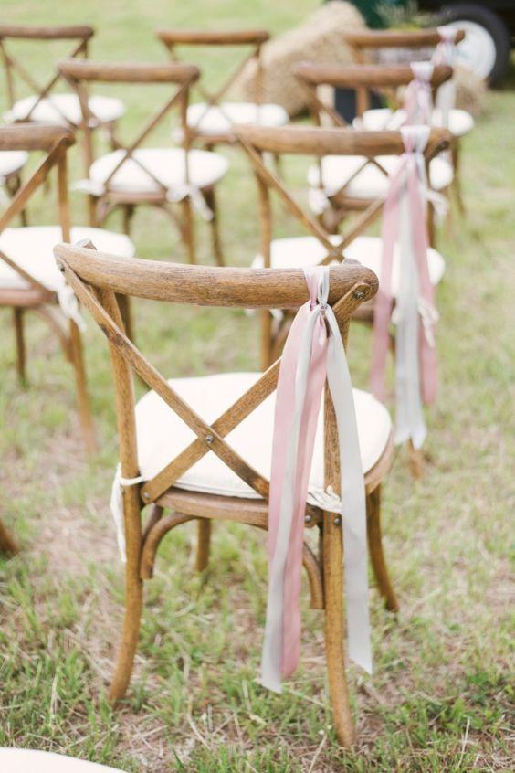 Déco chaises mariage avec rubans