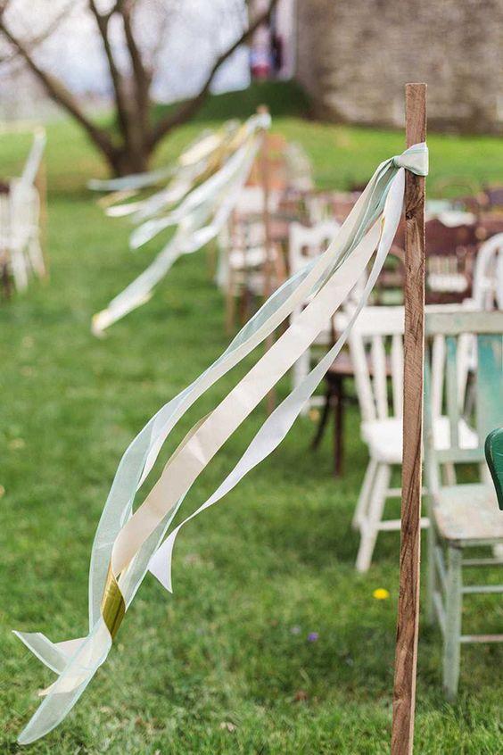 Déco chemin autel mariage avec rubans